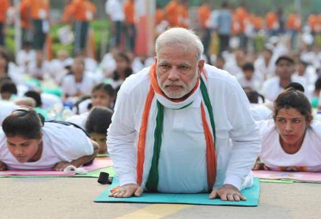 hírességek jóga világnapja