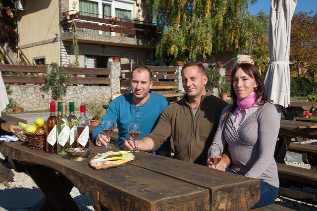 Balatoncsicsó balatoncsicsói plébánia Nivegy-völgy Nivegy-völgyi névjegyek névjegyek borászat Óbudavár