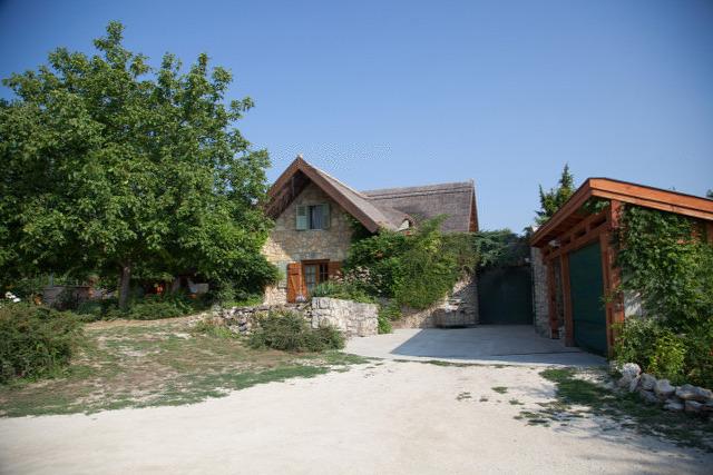 Balatoncsicsó balatoncsicsói plébánia Nivegy-völgy Nivegy-völgyi névjegyek névjegyek bor borász szálláshely