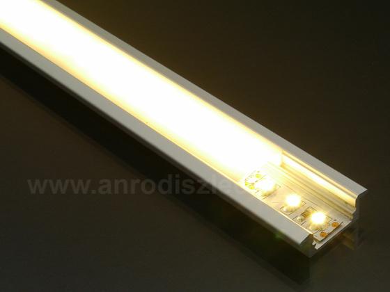 Melegfehér LED szalag opál takarós LED sínben. Forrás: www.anrodiszlec.hu