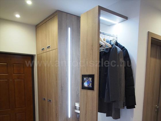 Előszobaszekrény LED világítással. Forrás: www.anrodiszlec.hu