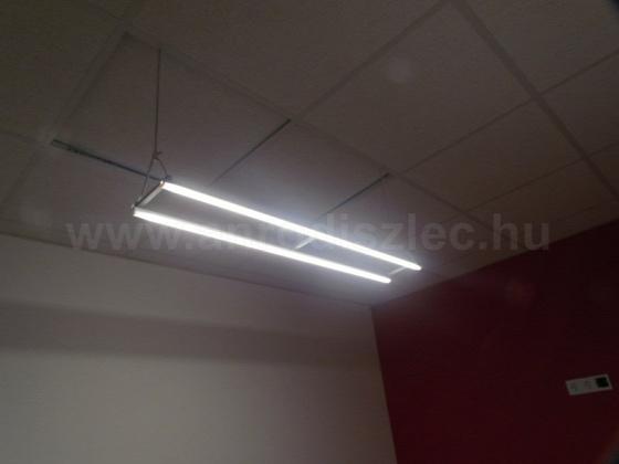 Egyedi építésű függesztett lámpatest LED szalag és alu LED profil felhasználásával. Forrás: www.anrodiszlec.hu