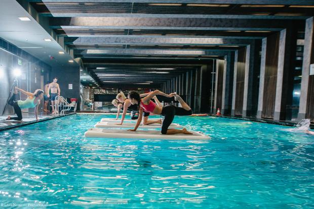 vízen sport hiit tréning medence víz budapest jóga SUP