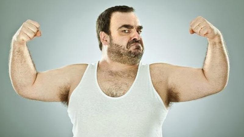 izomtrikó  ujjatlan póló nyári megjelenés  stílustalanság  antidivat  tiborstíluslapja  tsl férfidivat