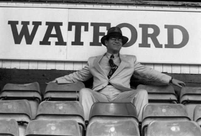 elton john watford luther blissett manchester george best anelka agüero rocknrolla angol foci angol futball besztlíg beilleszkedés