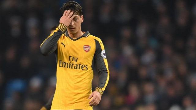 Arsenal Manchester City Everton Arséne Wenger Mesut Özil Premier League besztlíg Peet