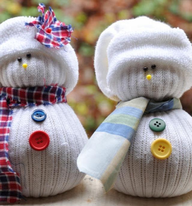 karácsony karácsonyi dekoráció ötlettár ünnepi dekoráció mikulás télapó gömb fényfüzér csokigolyó rénszarvas rudolf papír karácsonyfadísz háló izzósor manó törpe mézeskalács házikó tél koszorú gyertyatartó hógömb masni karácsonyfa filc újságpapír faág rönk