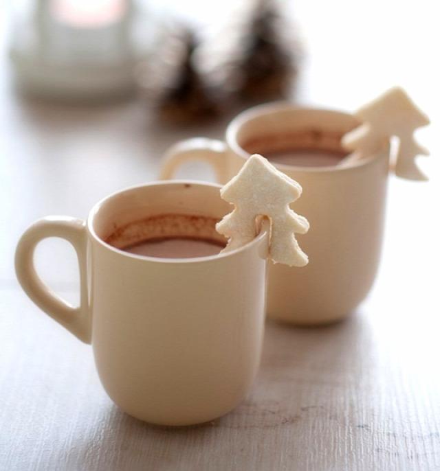 karácsony ünnep ötlettár ajándék karácsonyi ajándék kötés horgolás fonal fonál textil újrahasznosítás melegítőpárna hűtőpárna zokni sütemény keksz mézeskalács tic-tac cukorka filléres hóember emlék só-liszt gyurma nutella csillag képeslap üdvözlőlap angyal karácsonyfa csoki csokoládé