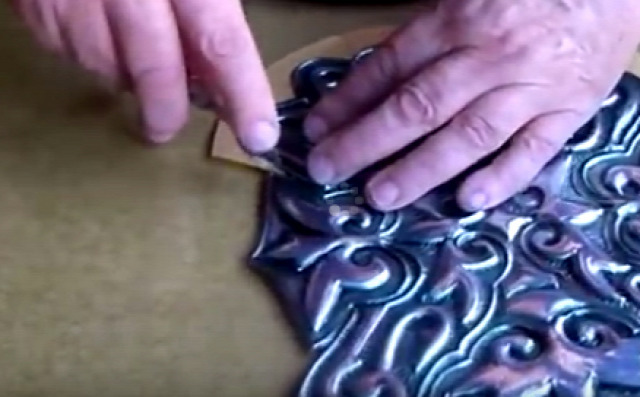 filléres lakberendezés dekoráció dekor olcsó költséghatékony ötlettár létra vintage shabby parafadugó alátét szappanadagoló befőttes üveg kábelek doboz cipős doboz üveg tálca kartonpapír karton színes fali wc papír guriga gomb müzlis müzlis doboz tükör rendszerező rendszerezés 3D betű betűk képkeret pillangó alumínium üdítős doboz fém konzervdoboz tároló evőeszköz tartó domborítás bőrönd öv bőr csajos mécsestartó csipesz forgószék szék görgős irodai kárpitozás