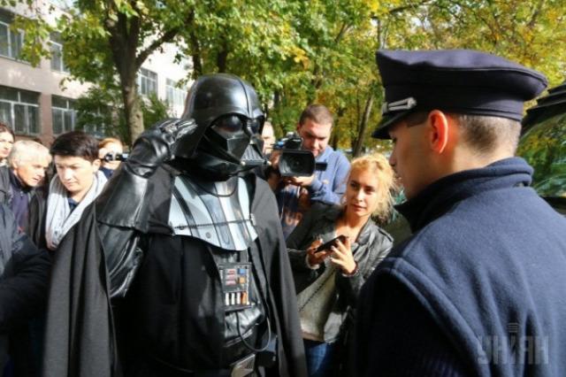 Ukrán rendőr, sötét nagyúr