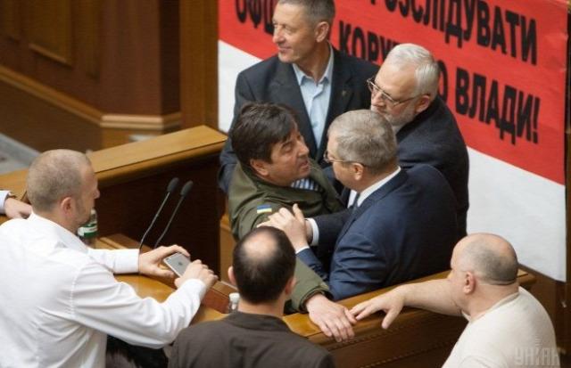Ukrajna parlament verekedés nyelvtörvény orosz nyelv