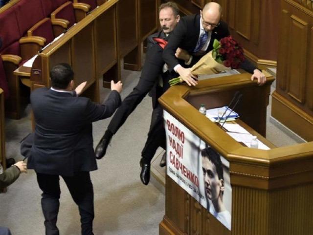 választás 2016 előrehozott parlamenti választás Ukrajna Jacenyuk