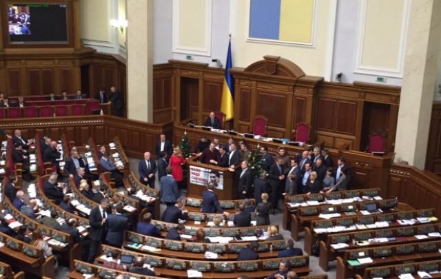 ukrajna ukrán parlament gránát megbénították az ukrán parlamentet