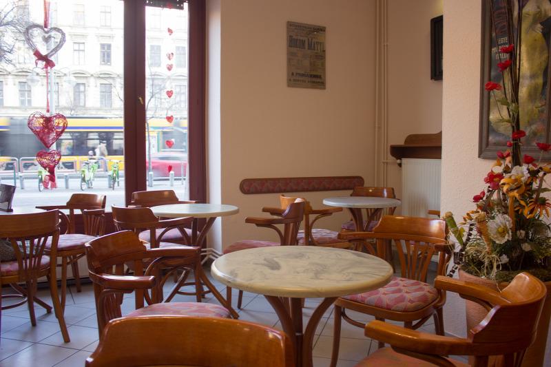 Budapest VIII. kerület cukrászda kávé kávéház nosztalgikus sütemény torta