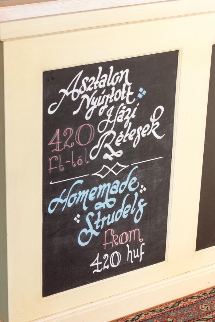 belföld Budapest hazai IX. kerület kávé kávézó kézműves termékek környezettudatos sütemény természetes alapanyagok wifi állatbarát