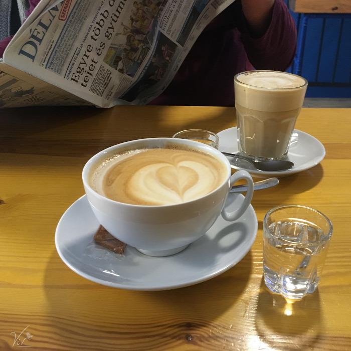 belföld Szeged brunch kávé kávéház latte art leves menü van reggeli szendvics sütemény állatbarát