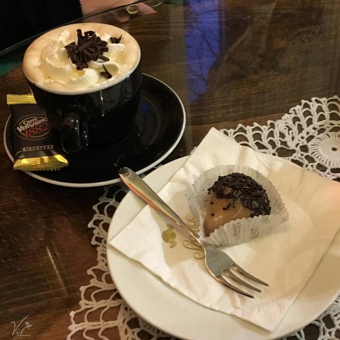 belföld Budapest XII. kerület cukrászda hazai kávé kávéház melange nosztalgikus torta állatbarát