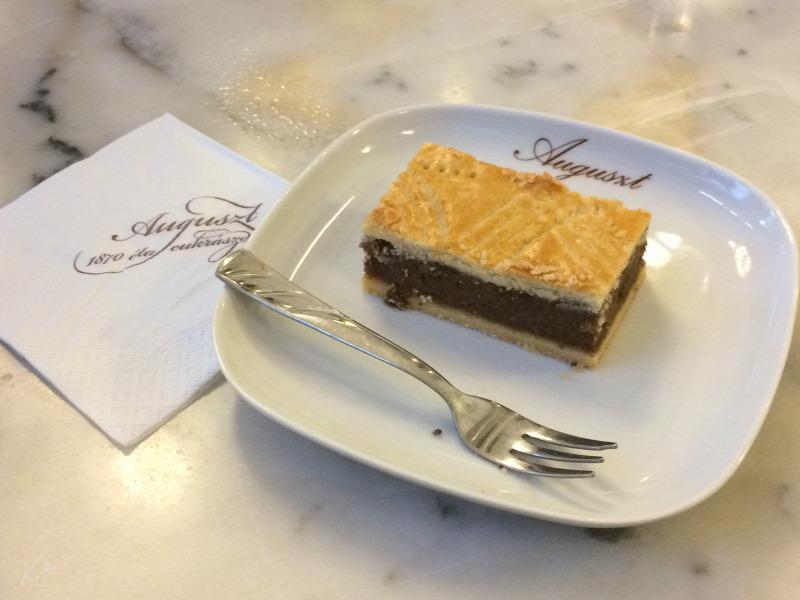 Budapest V. kerület kávé sütemény cukrászda forrócsoki torta nosztalgikus
