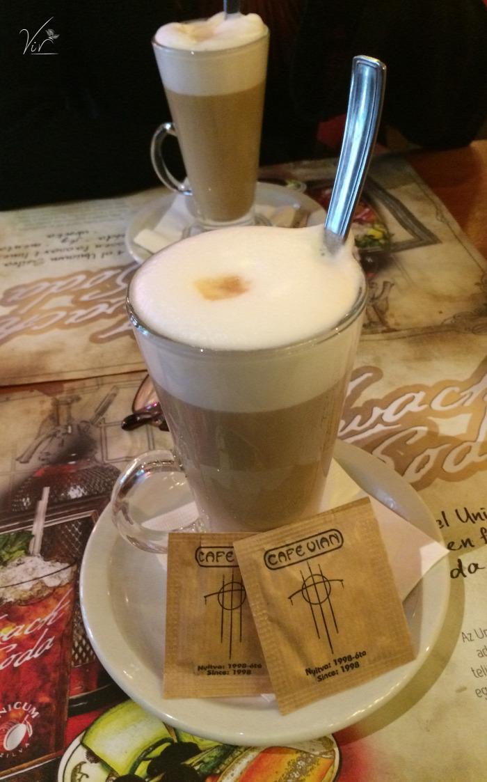 bisztró Budapest esemény francia stílus kávé kávézó sütemény állatbarát étterem VI. kerület belföld