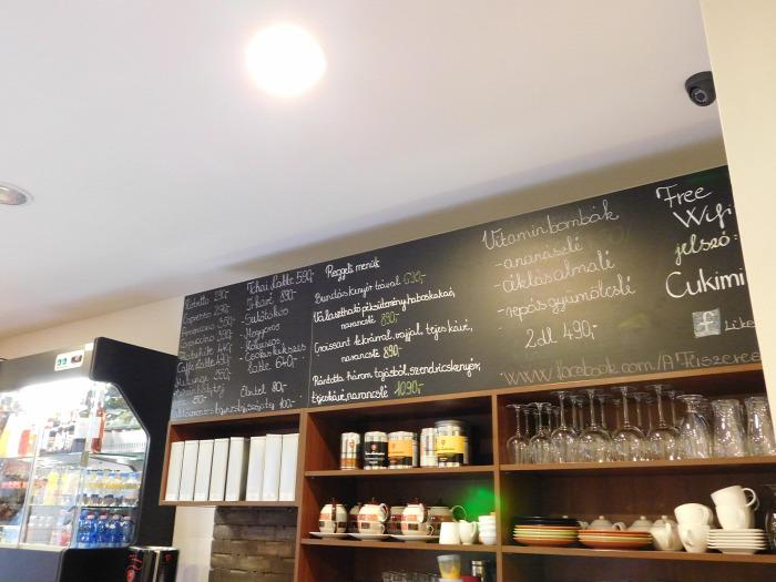 Győr wifi kávé sütemény kávézó reggeli szendvics vendégposzt