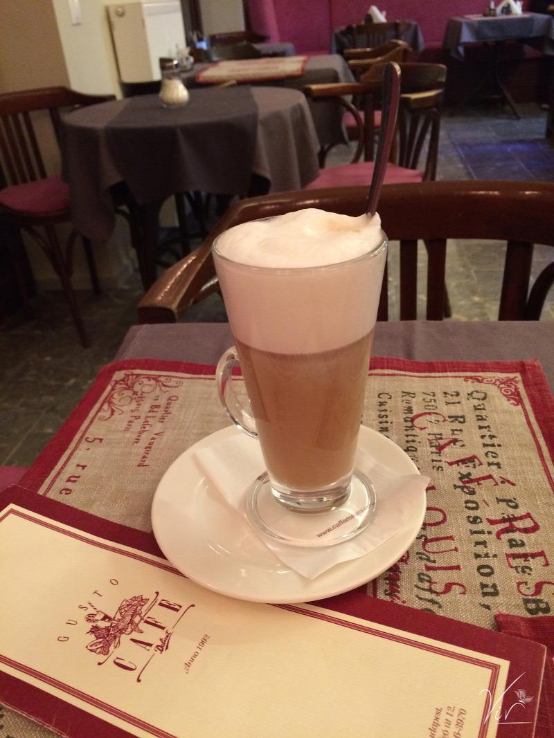Budapest wifi kávé sütemény kávézó II. kerület reggeli szendvics péksütemény tea étterem