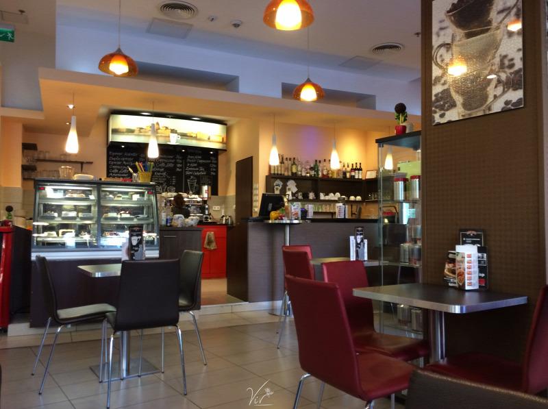 szabadság kávé wifi Budapest VIII. kerület kávézó bevásárlóközpont