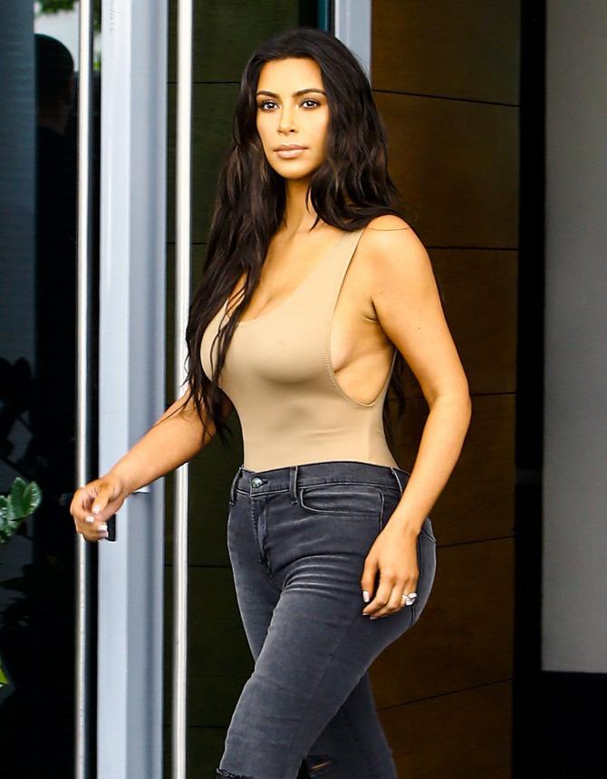 kim kardashian átlátszó