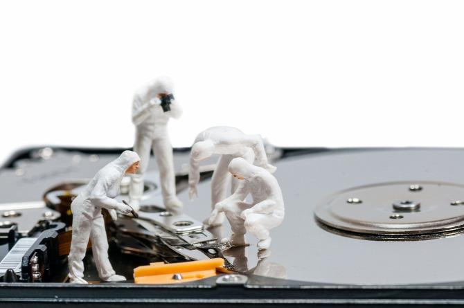 karbantartás por poros tisztítás számítógép notebook laptop kitisztítani portalanítani nyári karbantartás szakértő otthon nyaralás