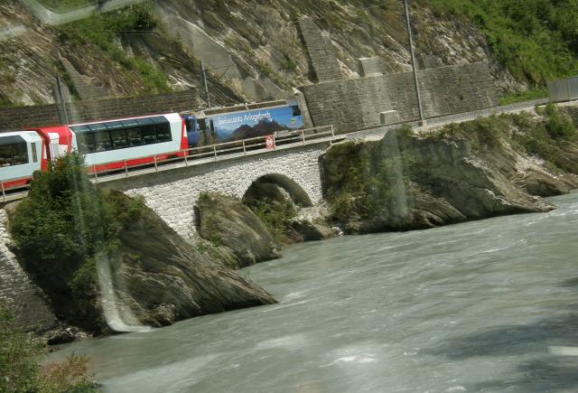 Svájc fogaskerekű vasút vonat vasút Zermatt Gleccser expressz