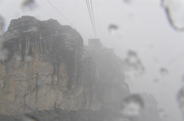 Svájc nagy-kabinos felvonó hegy Schilthorn