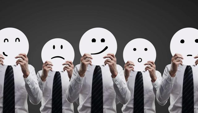 tipp karizma kaizmatikusság megnyerő hogyan testbeszéd érzelem