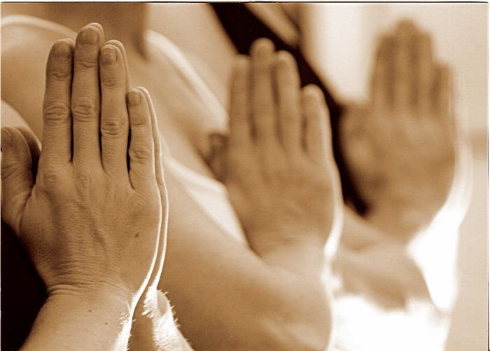 test testbeszéd gesztusok non-verbális kommunikáció üdvözlés