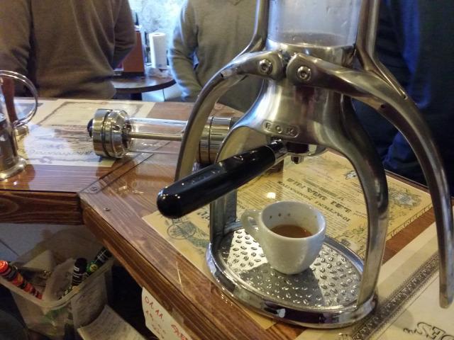 macskakő kávégép kávé találkozó
