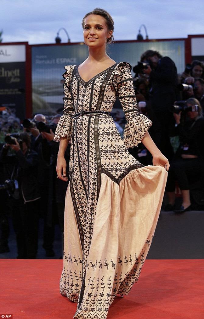Alicia Vikander Louis Vuitton Velencei filmfesztivál
