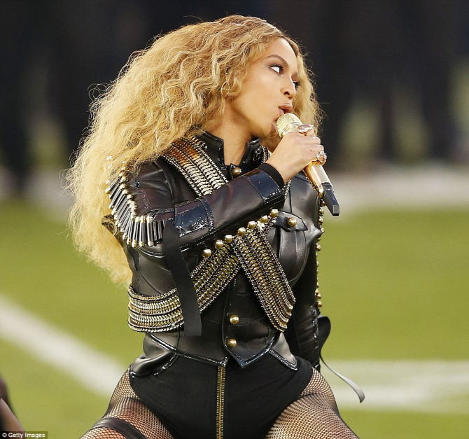 Beyoncé Super Bowl DSquared harisnya