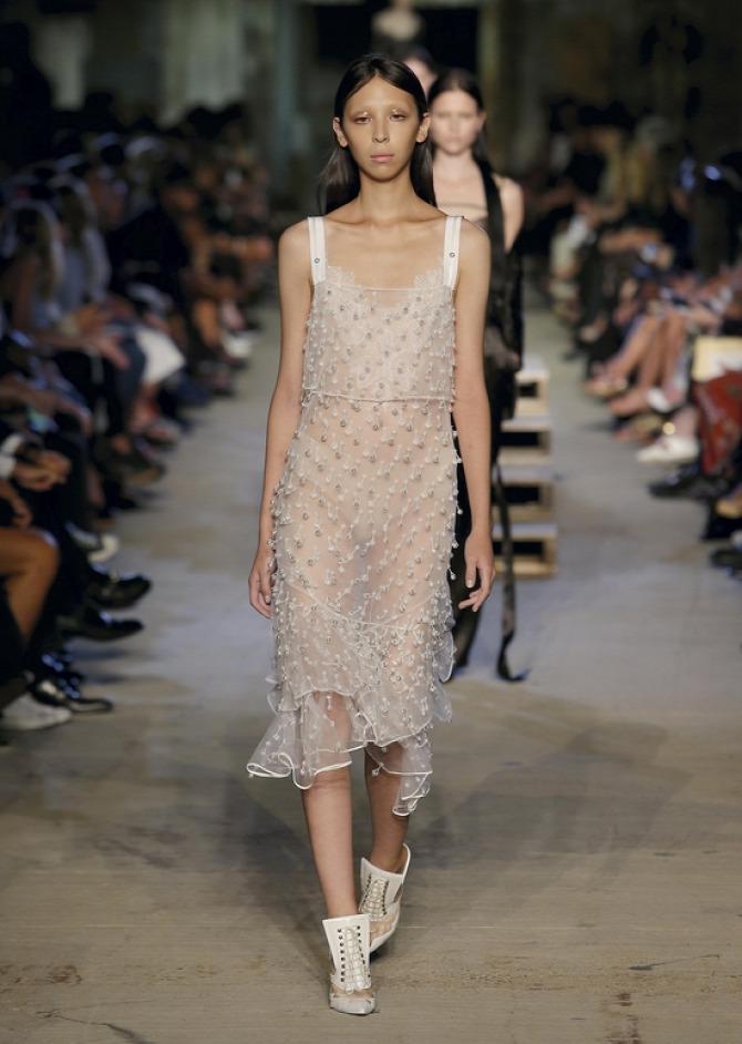 Naomi Campbell divat stílus bugyi Givenchy