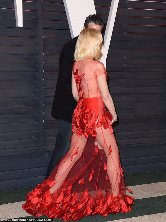 Gwen Stefani Vanity Fair Oscar 2016 Yanina Couture Lady Gaga