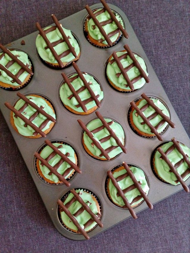 muffin gyors muffinok vonat szülinap mascarpone joghurt görögjoghurt porcukor ételfesték gyertya