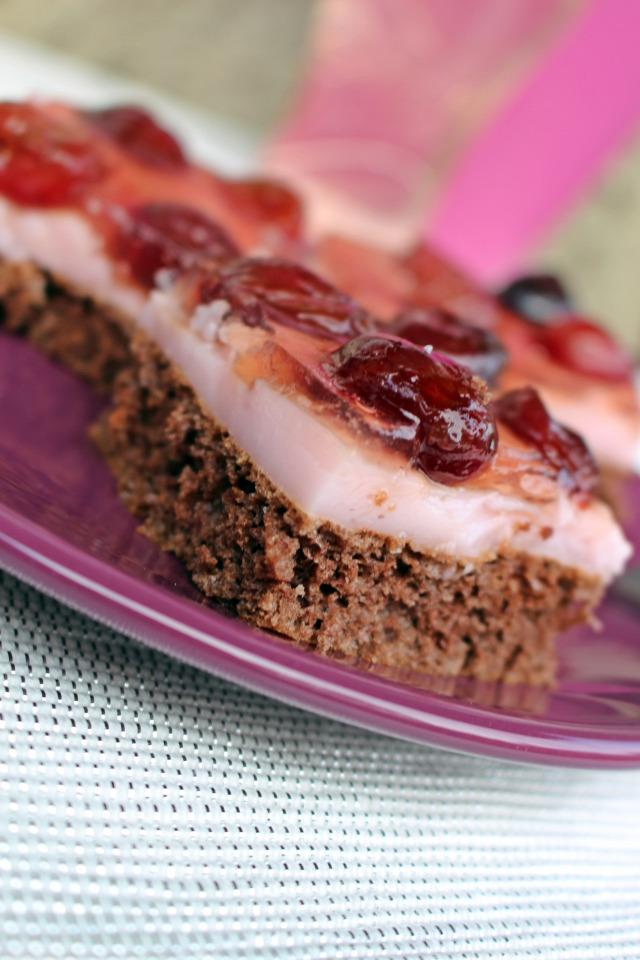 édességek puding cseresznye piskóta kakaópor tortazselé