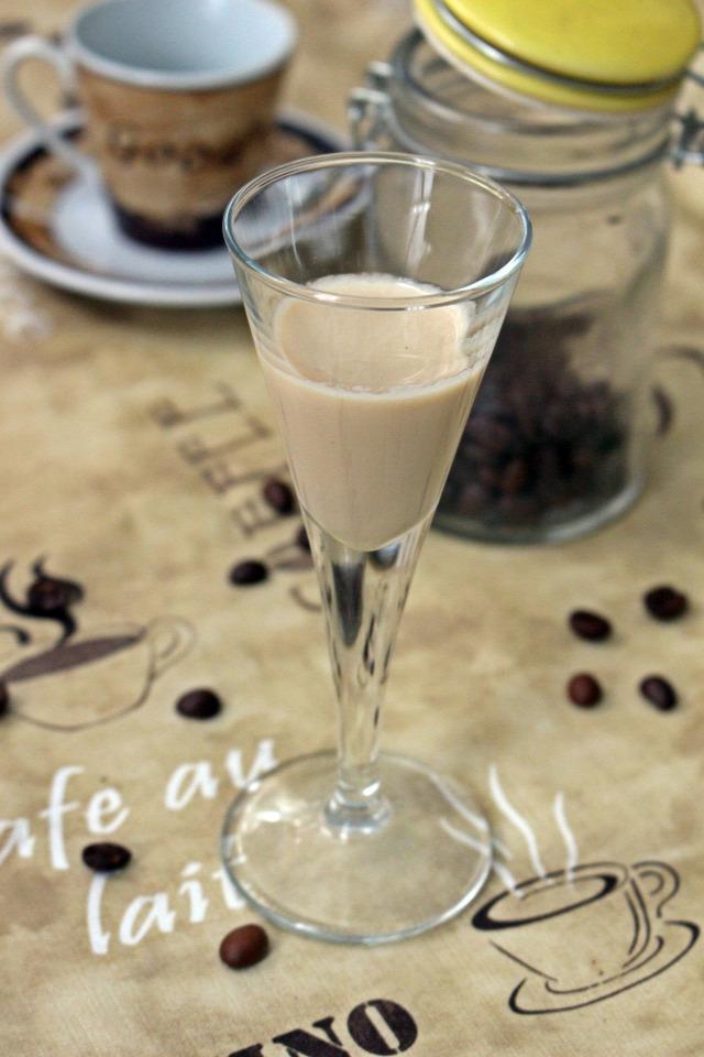 kávélikőr gasztroajándék likőr kávé cukor sűrített tej kávétejszín rum vendégvárók