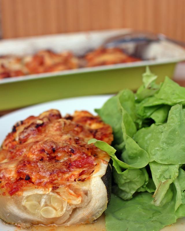 cukkini paradicsom bazsalikom snidling petrezselyem csirkemell szalonna olaj zöldfűszer fincsi ebédek saláta paradicsomszósz