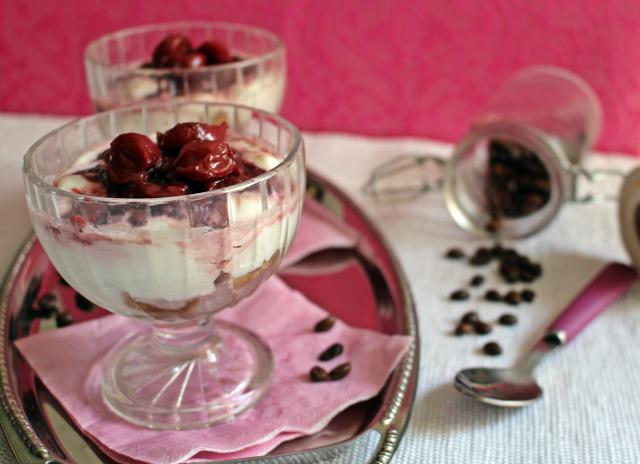 habtejszín görög joghurt joghurt cukor porcukor meggy rumaroma pohárkrémek édességek babapiskóta kávé