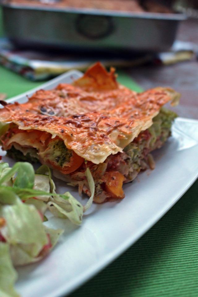 lasagne brokkoli répa paradicsom hagyma sonka tészta fincsi ebédek bazsalikom paradicsomszósz fokhagyma joghurt sajt