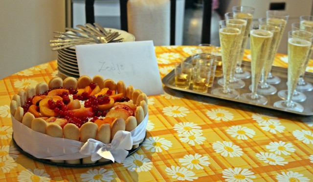 velence nyaralás grillezés szalonnasütés bográcsozás torta babapiskóta habtejszín túró gyümölcs barack ribizli sárgabarack őszibarack édességek málna