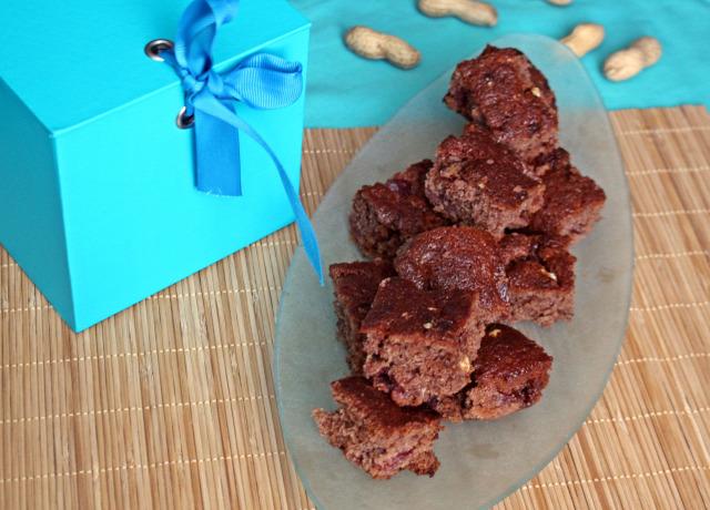 mogyoró csokoládé édességek liszt cukor tojás kevert kakaópor meggy sütőpor meggybefőtt