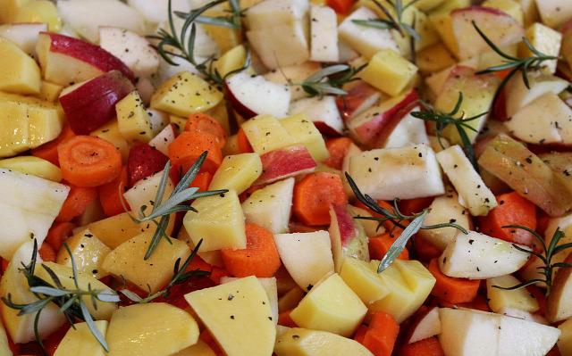 alma répa sütőtök hagyma cékla krumpli rozmaring zöldség fetasajt fincsi ebédek