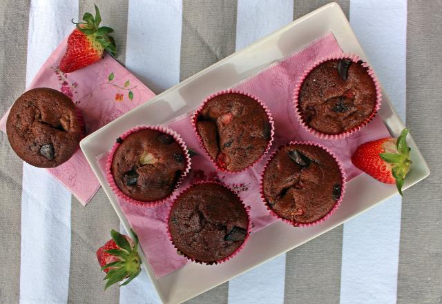 gyors muffinok eper banán csokoládé étcsoki kakaópor liszt cukor olaj joghurt sütőpor vanília édességek