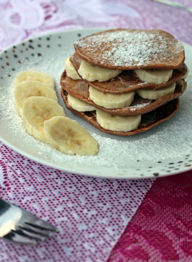 ráérős reggelik banán nutella palacsinta amerikai palacsinta vaj liszt kakaópor kakaó tojás tej citromlé barnacukor olaj