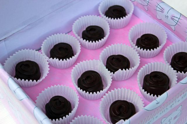 bonbon marcipán meggy étcsokoládé csoki pasztilla édességek