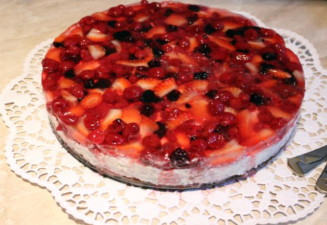 tojás cukor vaj liszt kakaópor tej túró habtejszín mascarpone citrom gyümölcs szeder eper ribizli meggy édességek torta zselé
